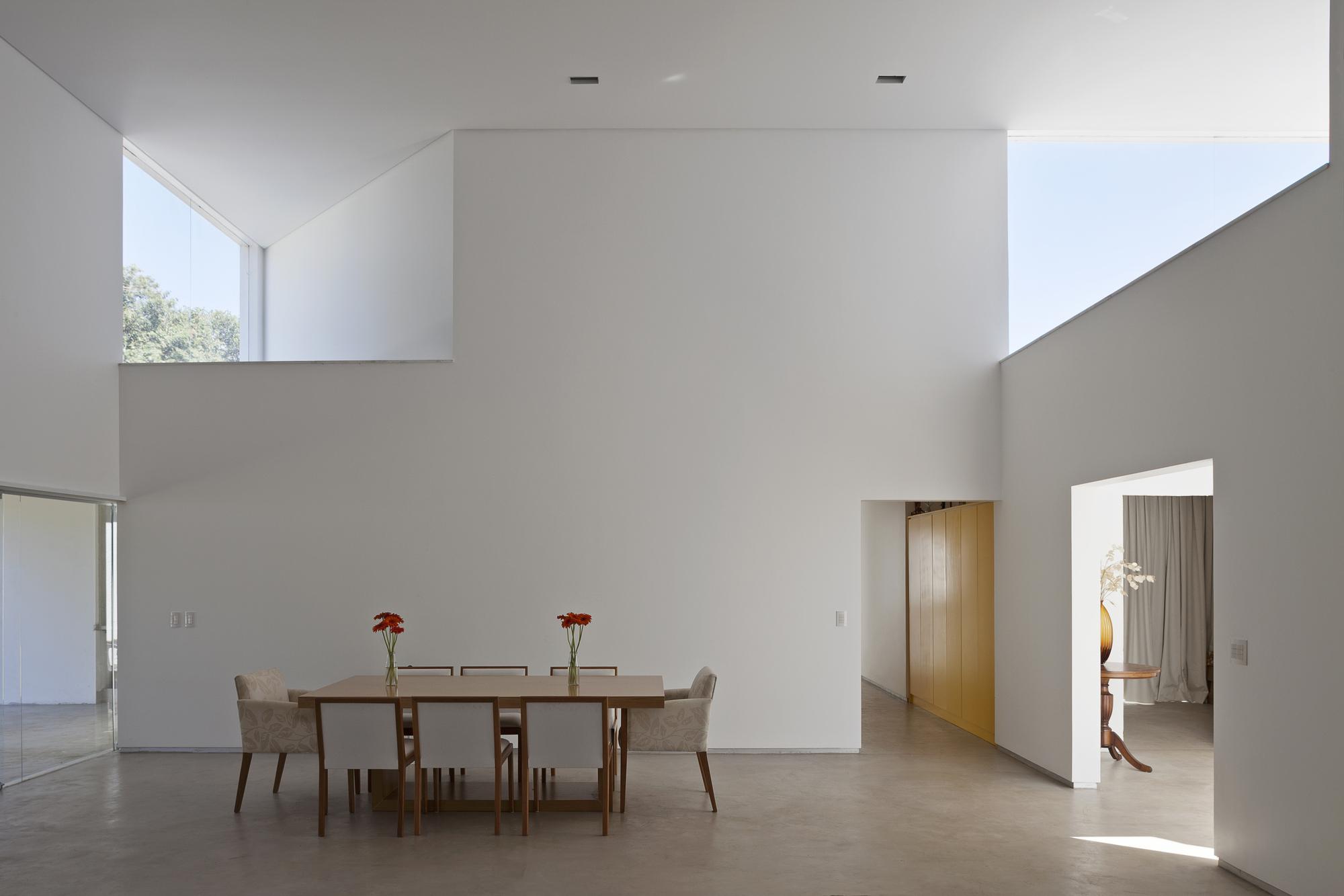 5226a145e8e44e03f4000117_migliari-guimar-es-house-domo-arquitetos__mg_1430_foto_haruo_mikami.jpg