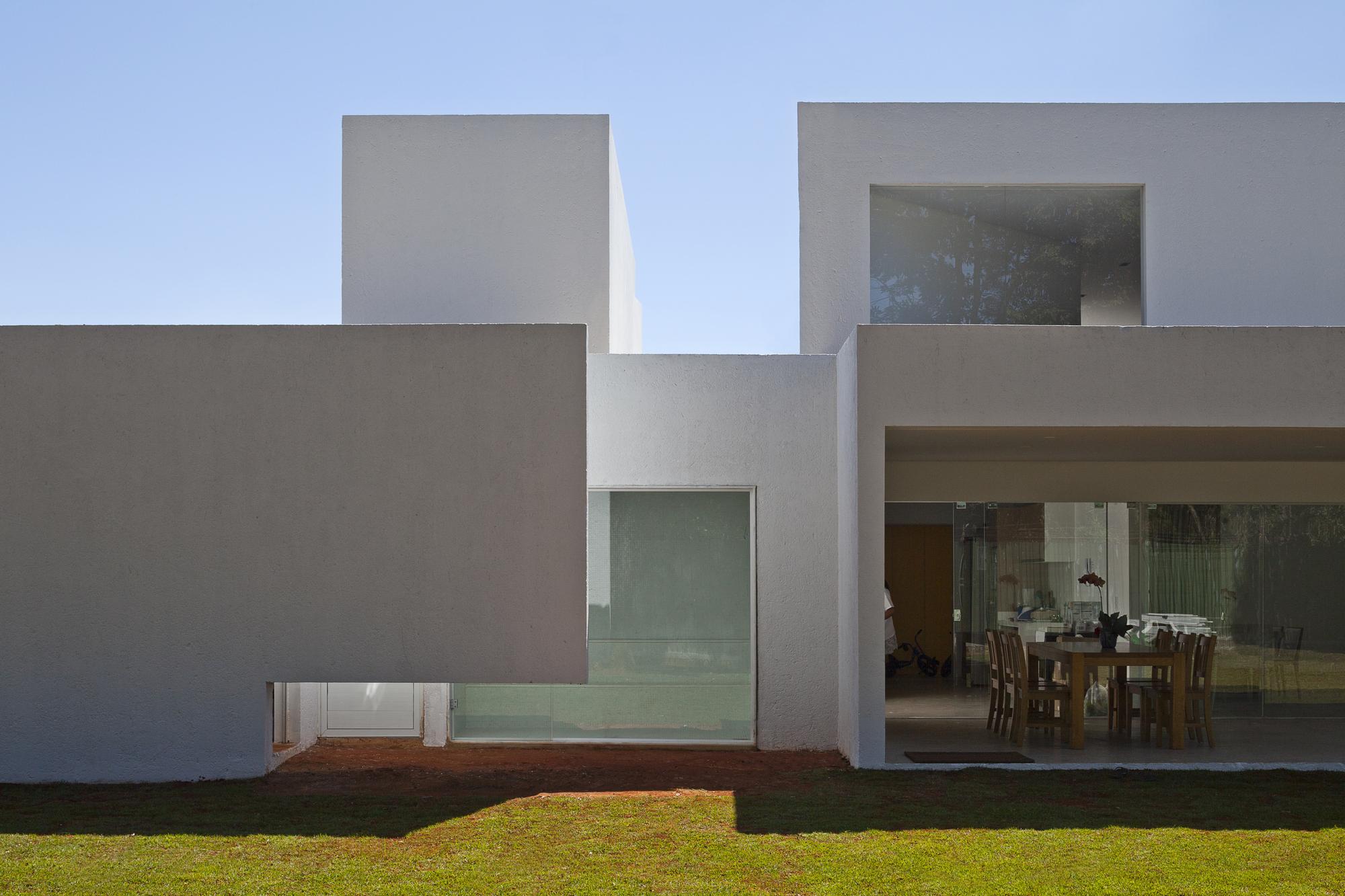 5226a31de8e44e03f400011b_migliari-guimar-es-house-domo-arquitetos__mg_1508_foto_haruo_mikami.jpg