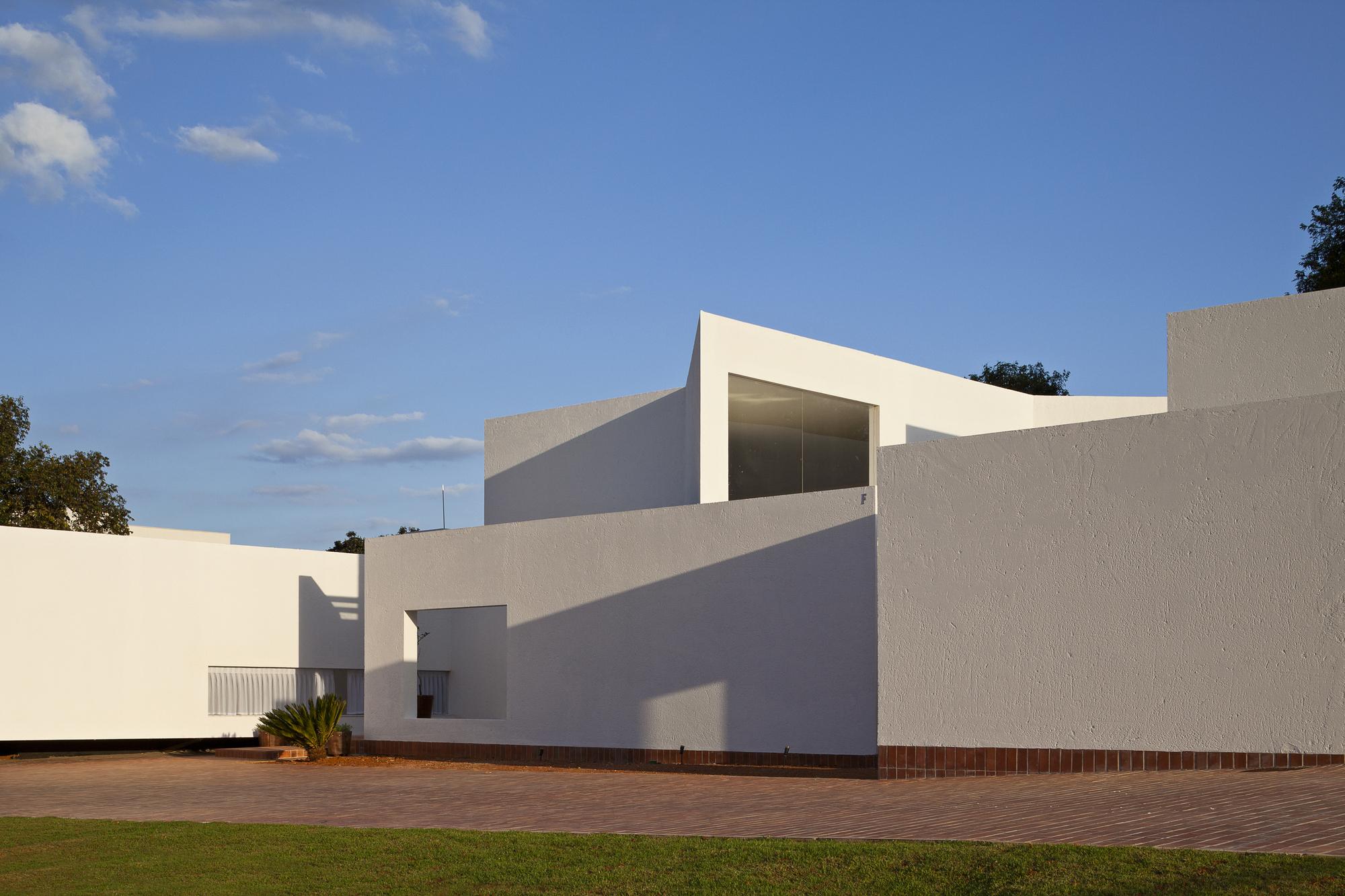 52269e61e8e44e03f4000114_migliari-guimar-es-house-domo-arquitetos__mg_1020_foto_haruo_mikami.jpg