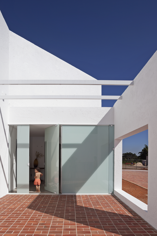 5226a137e8e44e338700011d_migliari-guimar-es-house-domo-arquitetos__mg_1424.jpg