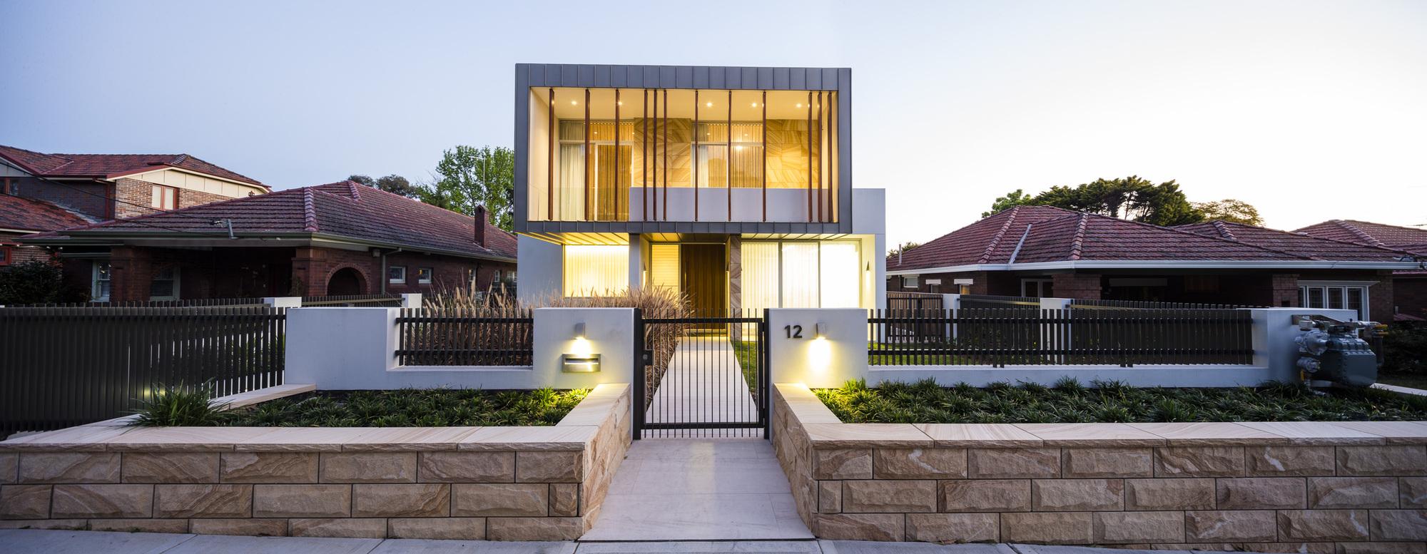 524b748ae8e44ecb17000391_box-house-zouk-architects_house040913_001.jpg