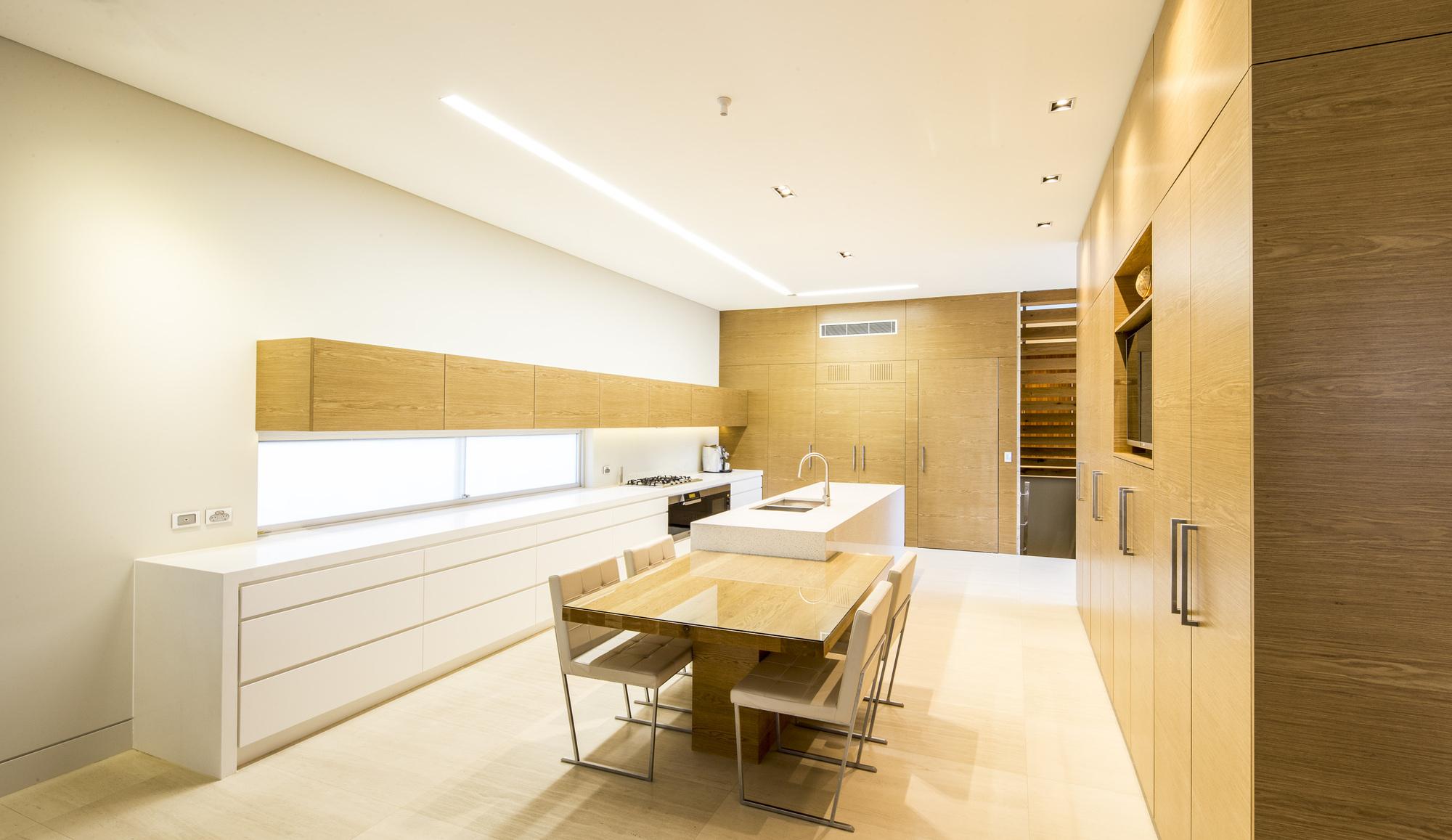 524b74ece8e44eff020003cd_box-house-zouk-architects_house040913_008.jpg