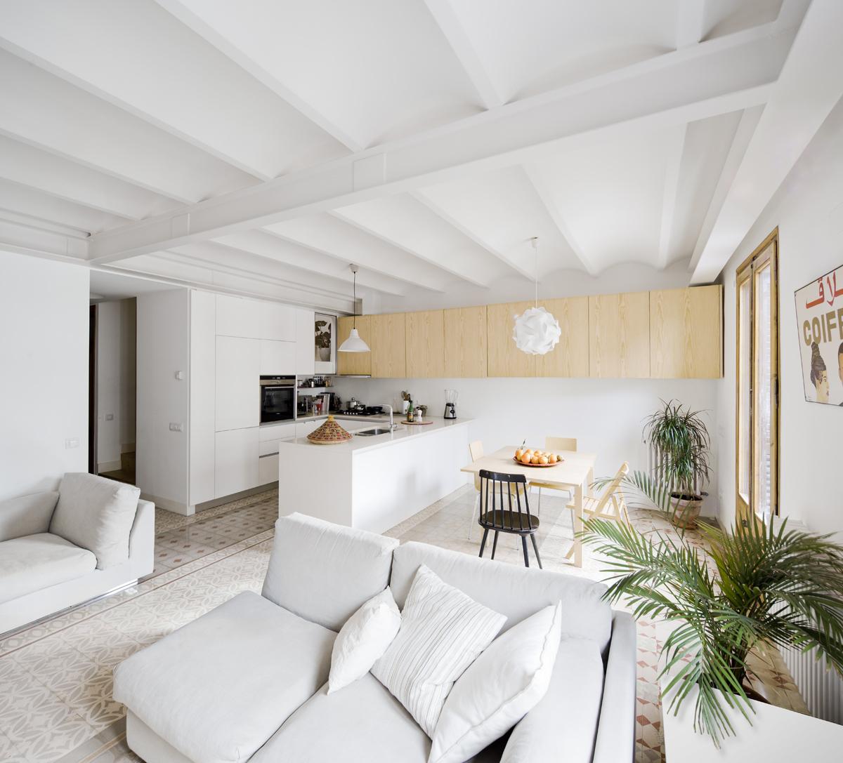 52c212d3e8e44eb764000097_apartment-refurbishment-anna-eugeni-bach_003_a_eb_urgell.jpg