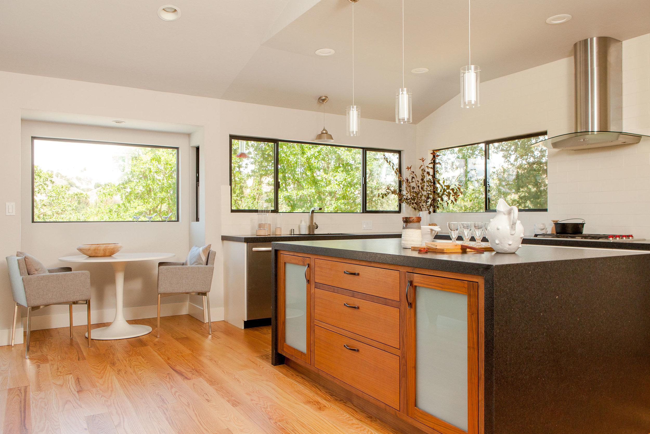 25 Kitchen.jpg
