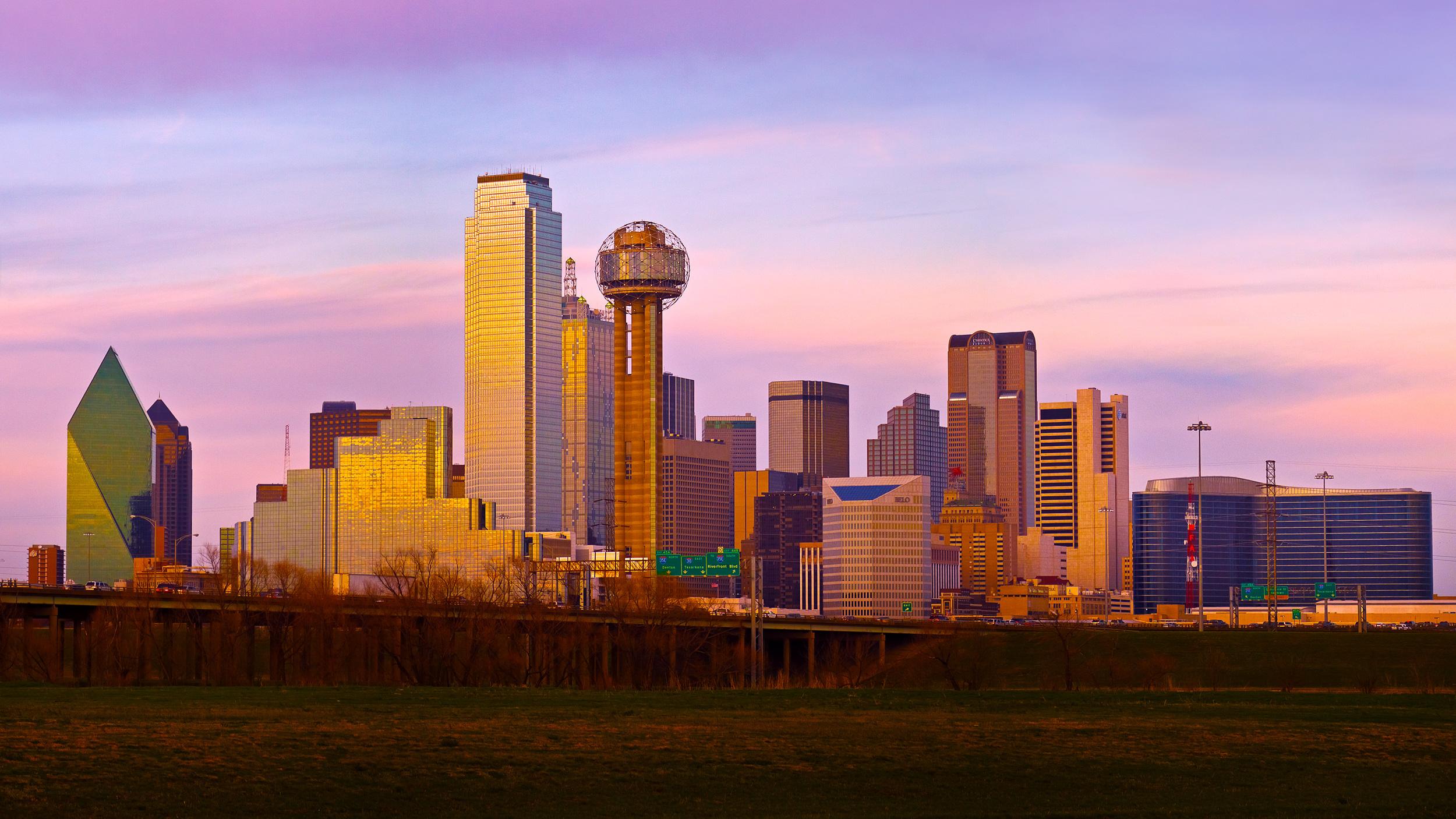 Dallas-Skyline-Inside-Levee-Pano-Desktop-031211.jpg