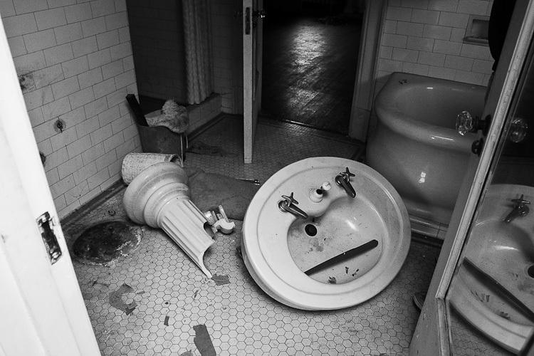 TSAP-4949 Swiss-Bathroom Vandalism.jpg