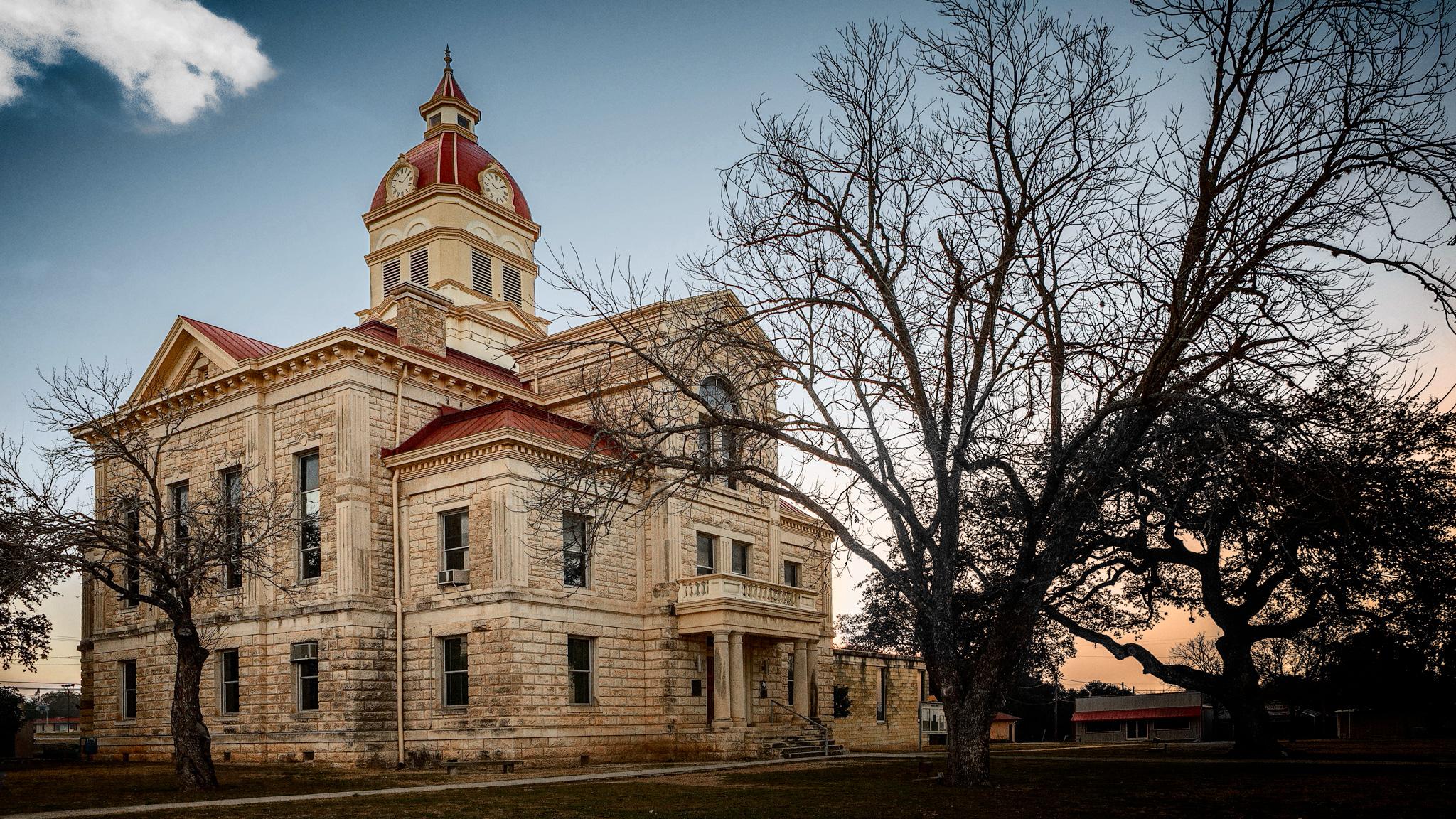 Bandera County Courthouse–Dawn