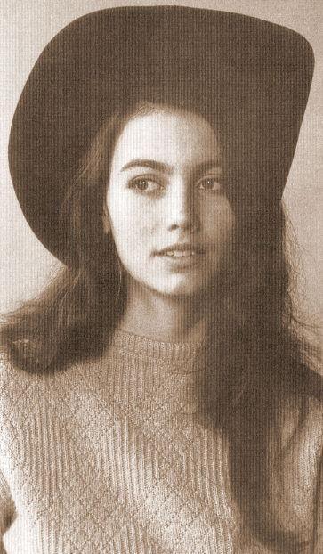 Emmy Lou Harris, I like your hat.