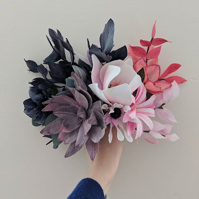 A winter palette with a hint of spring 🦇🐺🐰💮🍭🎠🎈 Una combinación de colores de invierno con un poquito de primavera 🦇🐺🐰💮🍭🎠🎈 . . #madewithlia #paperflowers #paperart #papercraft #bostonpaperflorist #paperbouquet #bostonpaperflowers #paperflorist #madetocreate #imsomartha #makersbiz #makersmovement #lgenpaper #craftsposure #dsfloral