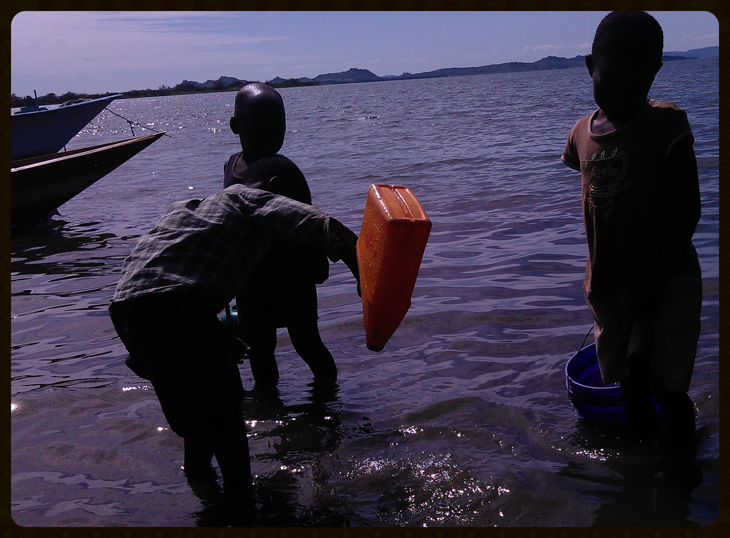 Children collecting water from Lake Victoria. An ideal schistosomiasis transmission site.