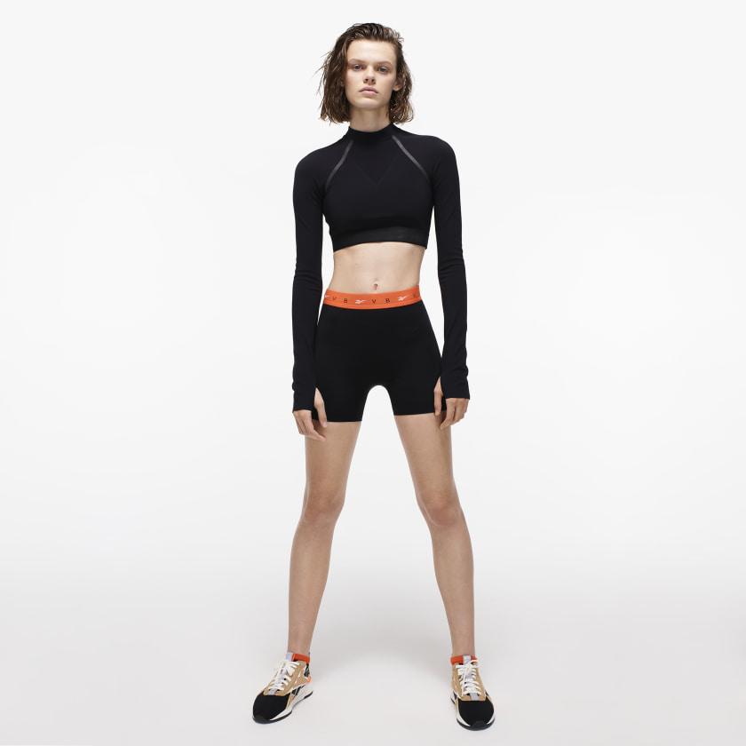 Victoria_Beckham_Crop_Tee_Black_FI9382_22_model.jpg