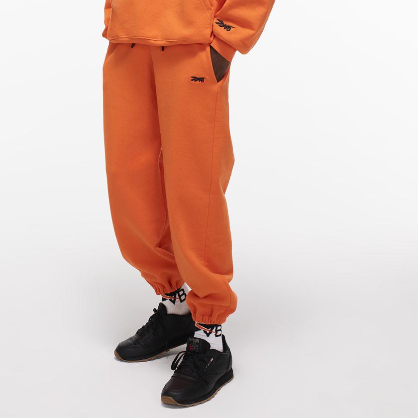 Victoria_Beckham_Jogger_Orange_FL1718_21_model.jpg