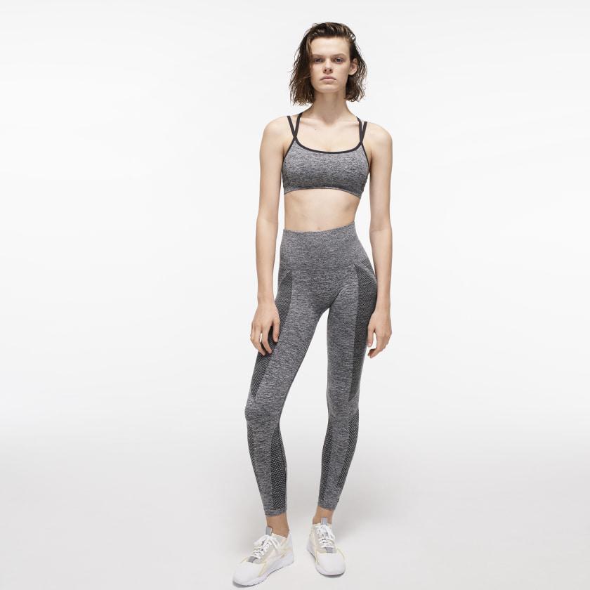 Victoria_Beckham_Seamless_Textured_Bra_Grey_FI0732_22_model.jpg