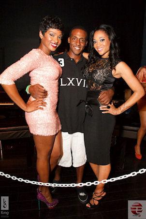 Ariane & Mimi making a clubappearance.