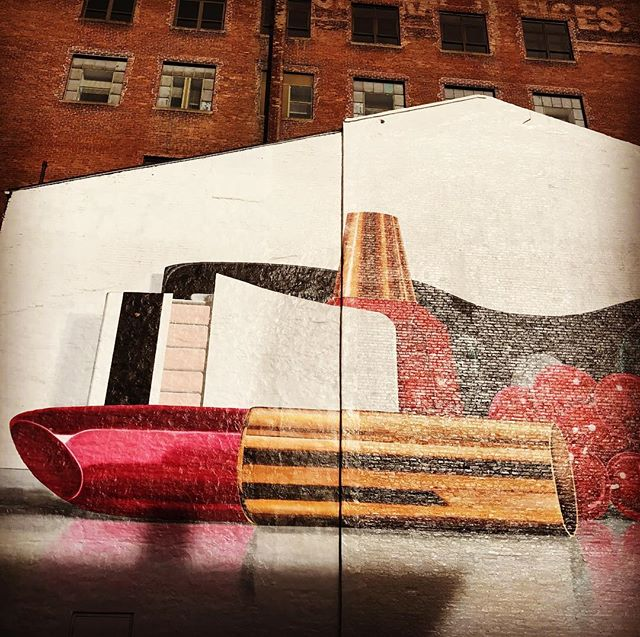 Inspiration is everywhere!!! You just have to focus and pay attention to your surroundings. 💋 #lipstick #mural #makeup #cincinnati #cincinnatiohio #downtowncincinnati #building
