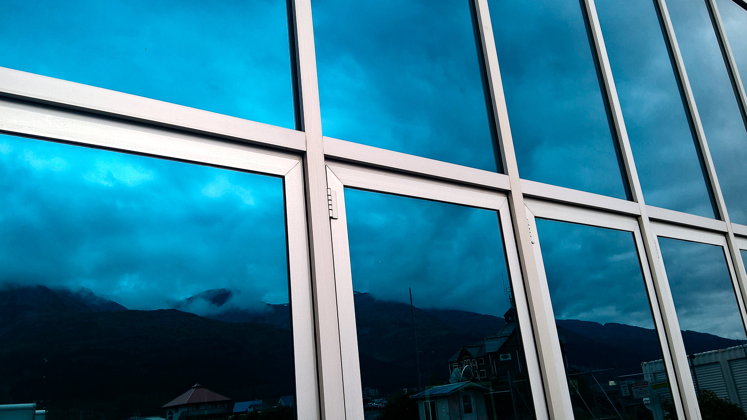 Even the reflections of the landscape are insane.(Shot with the Nokia Lumia 640 XL)