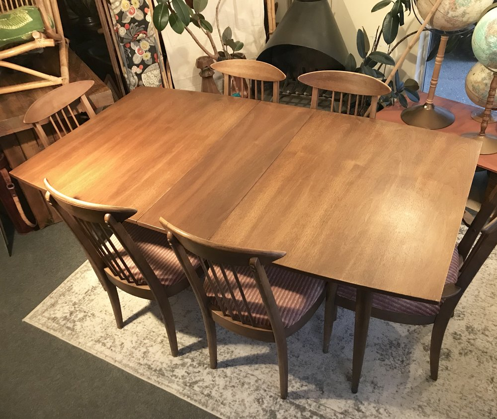 Broyhill Sculptra Walnut Dining Set Dunepad
