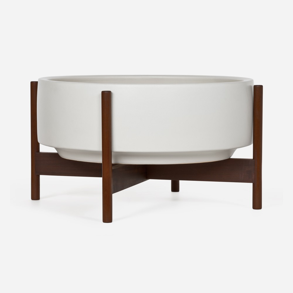 Case Study Raised Low Pan w/Stand by Modernica