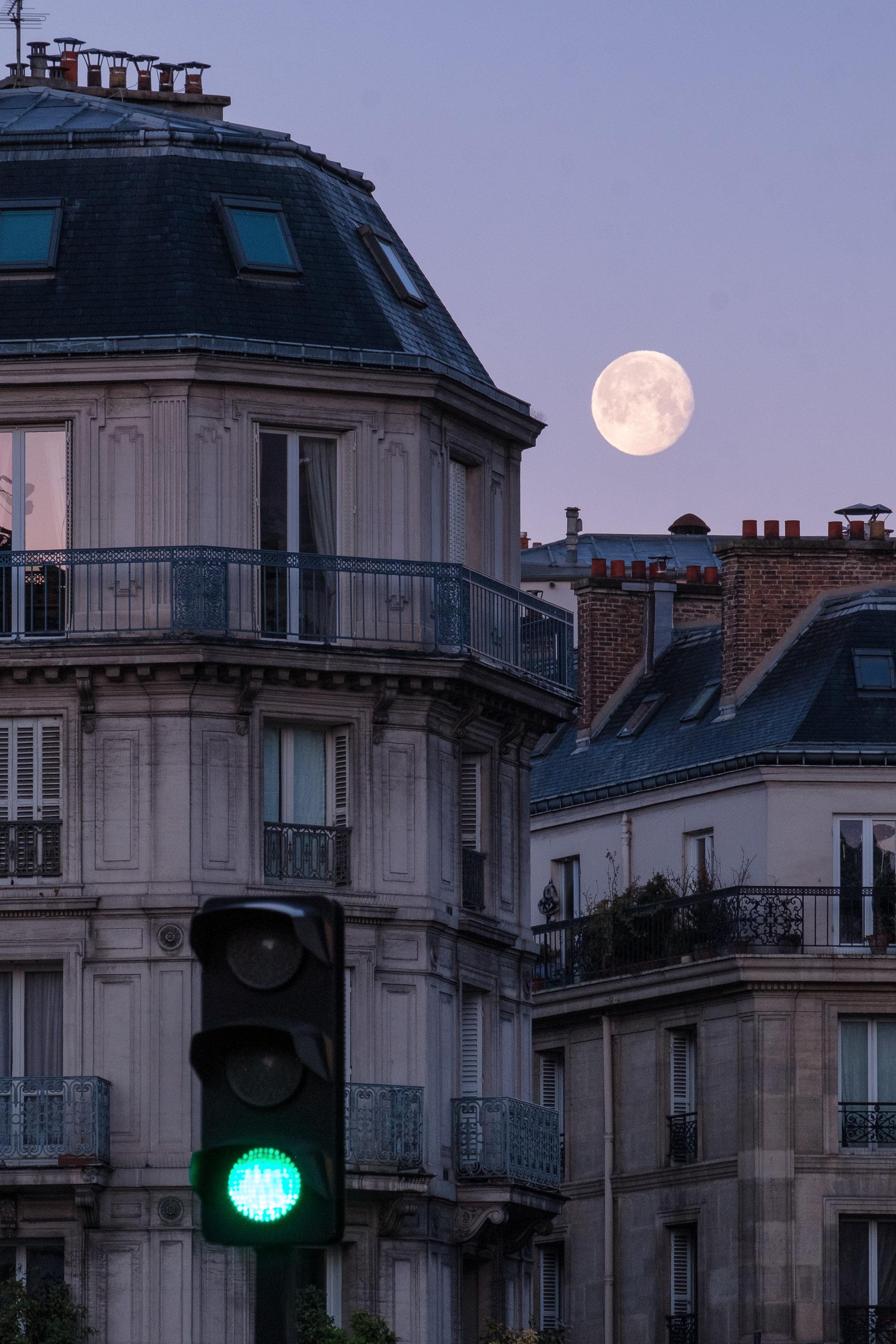 Moonset. Le Marais, Paris. January, 2017