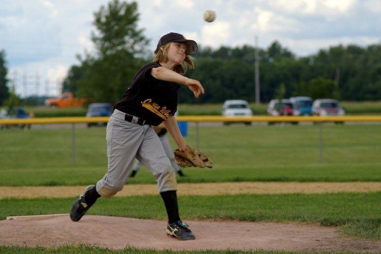 Know the risk factors for arm injury and determine the risk for a young player  here .