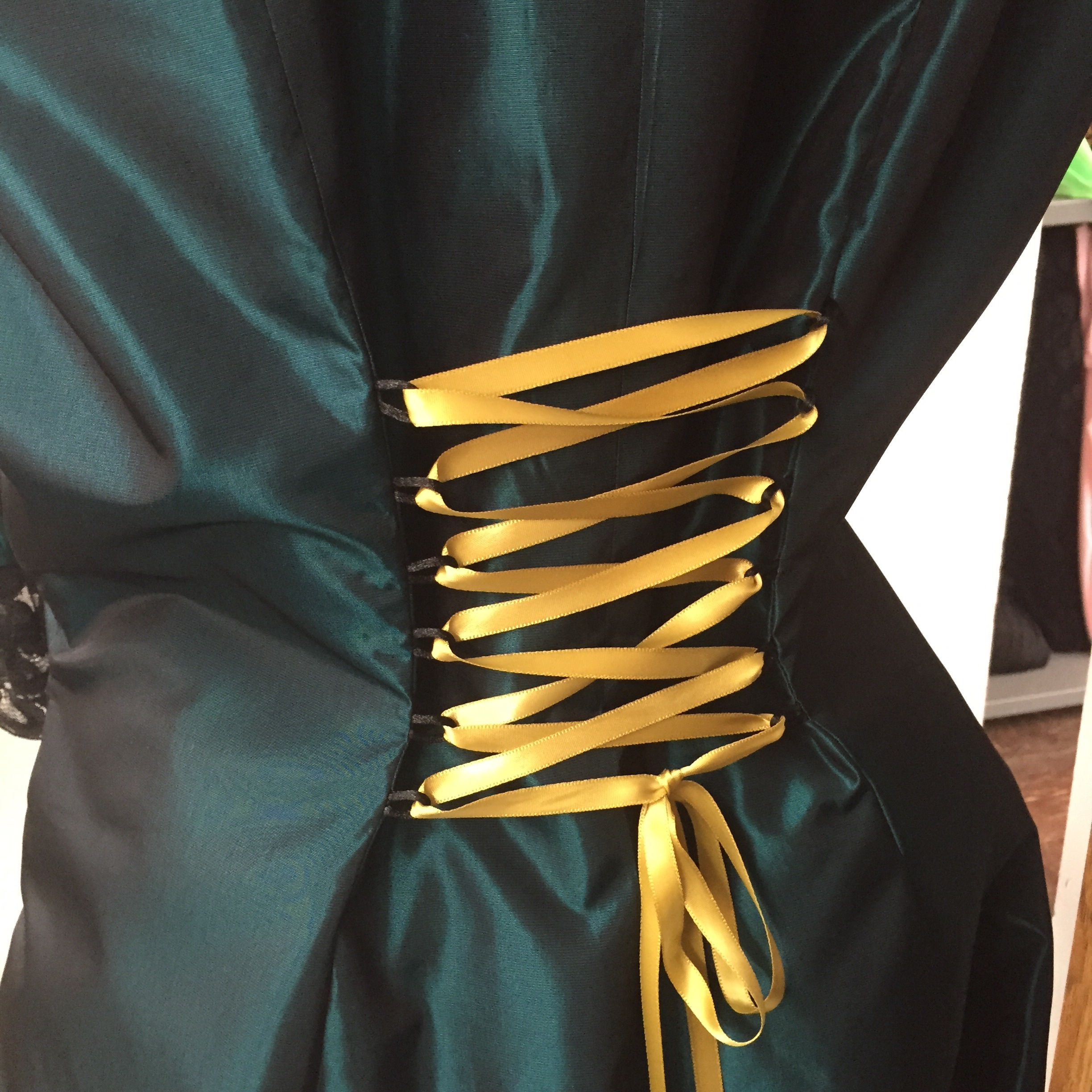 I decided to use a contrast ribbon for the lacing up the back of the jacket.
