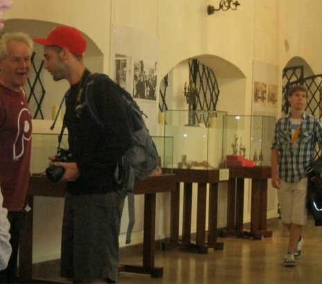 Rabbi Kress meets a fellow Philadelphia fan in a Prague Synagogue, while staffing NFTY in Israel in 2011.
