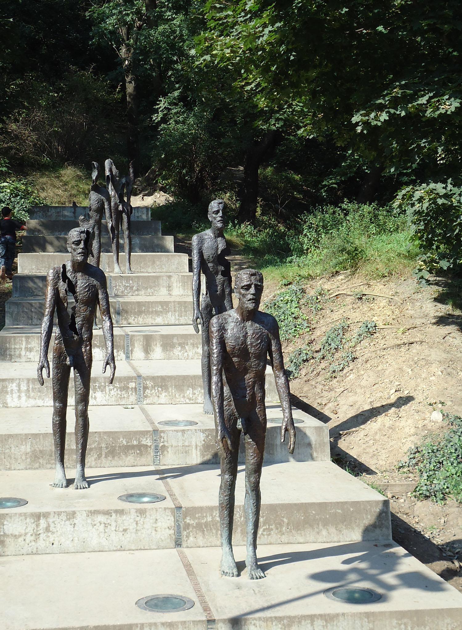 prague victims of communism.jpg