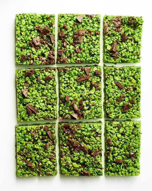 Matcha rice krispie made with black sesame and chocolate chunks featuring Culinary Matcha from  @teabar
