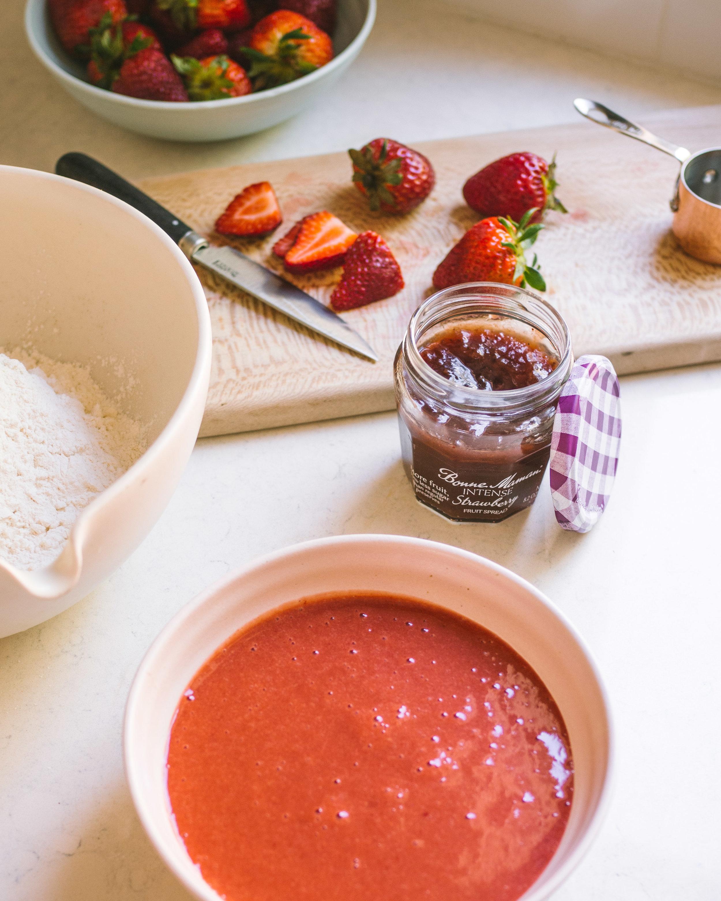 strawberry streussel cake (16 of 1).jpg