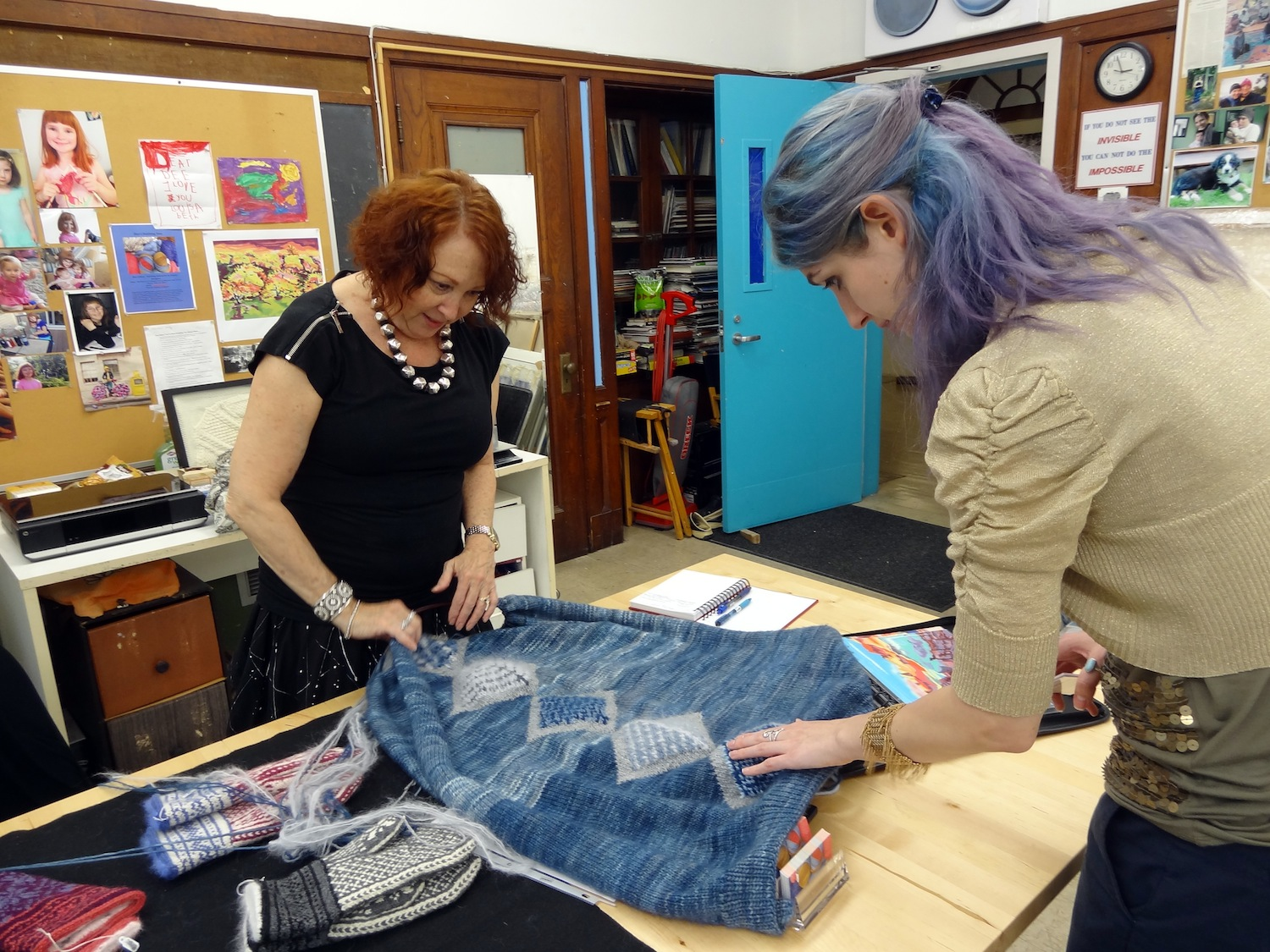 Dee Cohen shows intricate pattern in hand-knit shawl to Geena Matuson (@geenamatuson), 2014.