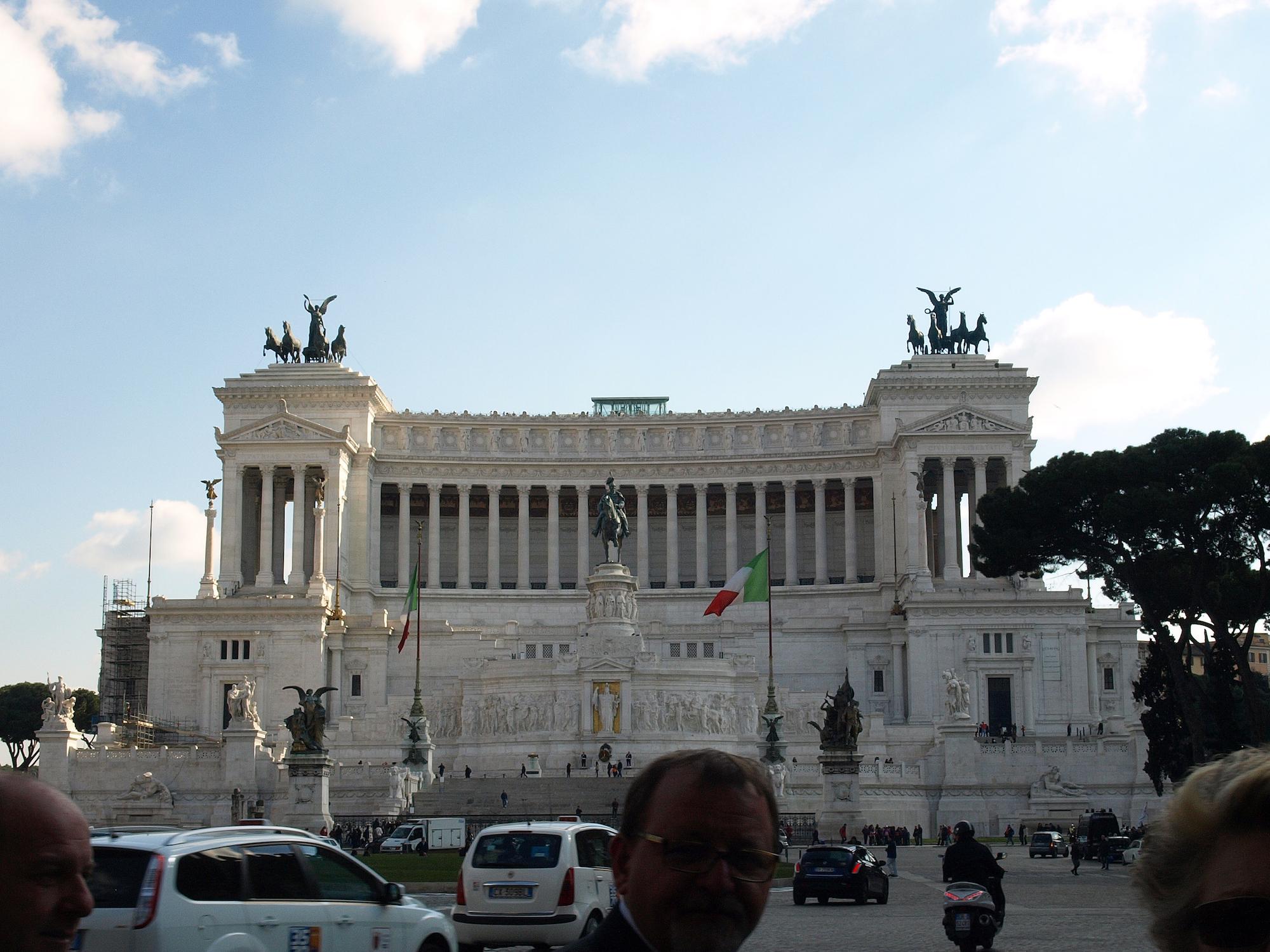 Altare della Patria (Altar of the Fatherland)   at Piazza Venezia, Italy  / Geena Matuson @geenamatuson #thegirlmirage
