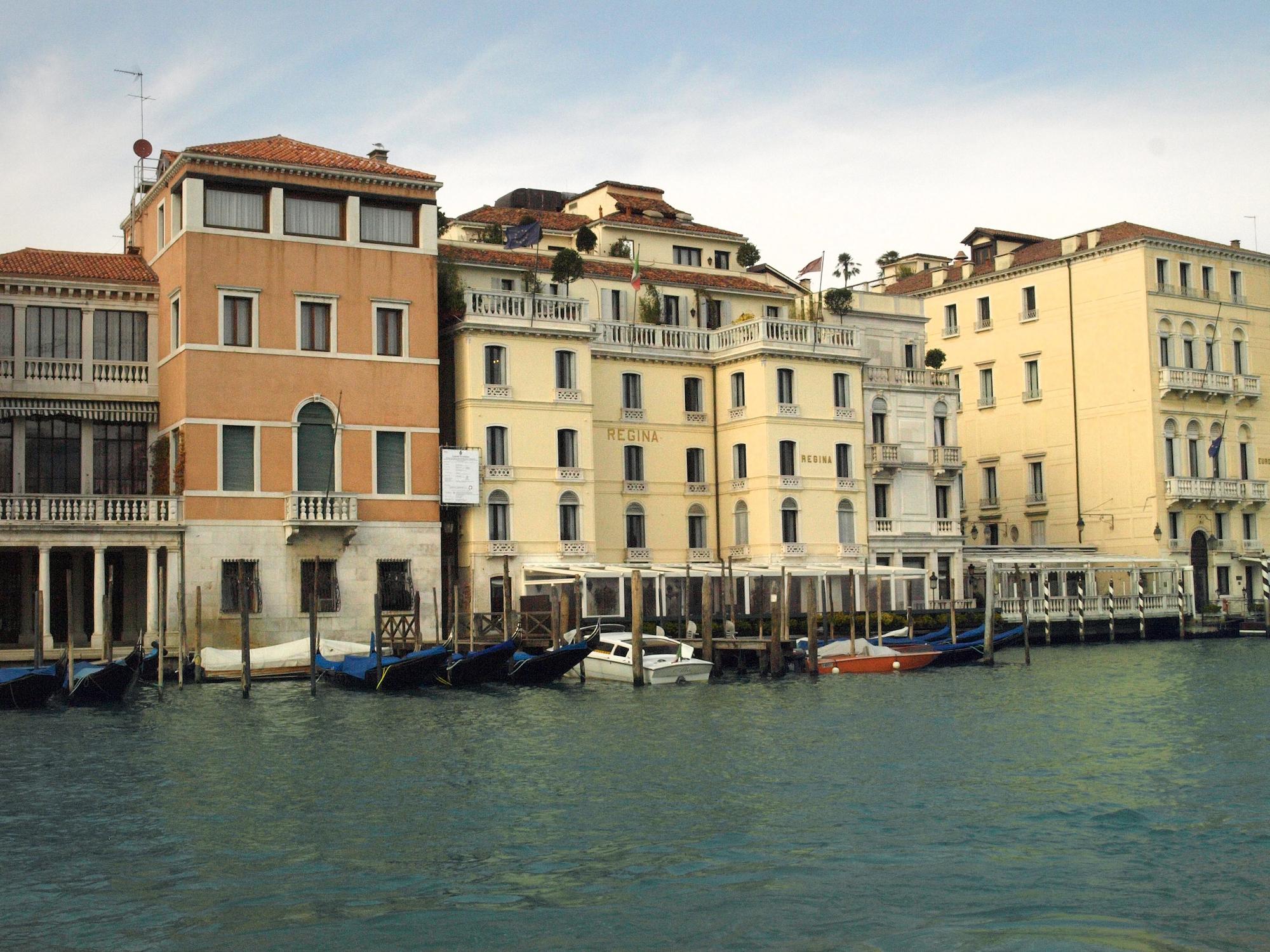Santa Croce, Venice, Italy  / Geena Matuson @geenamatuson #thegirlmirage