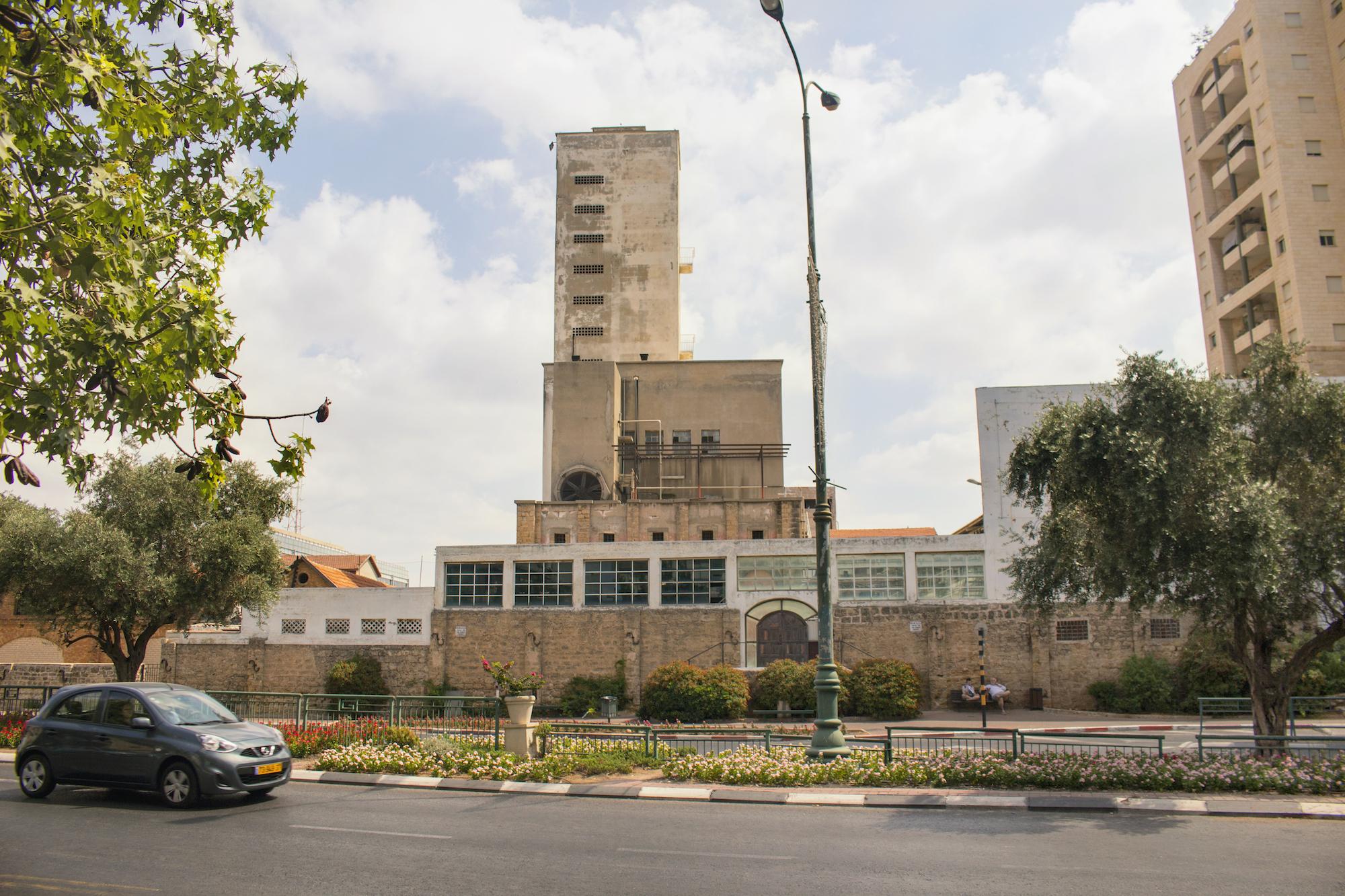 Photography part of series taken in Rishon LeZion, Israel by 'The Girl Mirage' Geena Matuson @geenamatuson, 2017.