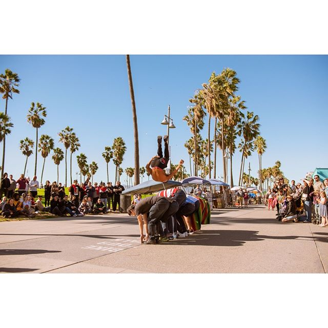 Show Time.⠀ ⠀ ⠀ ⠀ ⠀ #Venicebeach #beach  #LosAngeles #Cali #Calilife #Travel #Latravel #travelphotography #travelphotographer #wanderlust #adventure #travelmore #lovetotravel #goexplore #wonderfulplaces #roamtheplanet  #adventurelife #wonderful_places #amazingplaces #travelgram #instago #crowd #ilovetravel #instatravelling #instapassport #summer #travelpics #photooftheday #flip