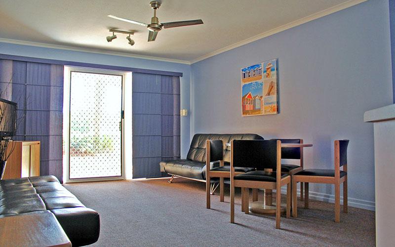 rainbow_beach_apartment_2.jpg