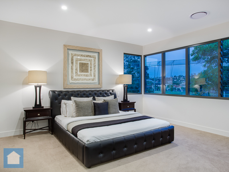 This sophisticated and classy main bedroom has unique cornered louvre windows that give a great outlook to the golf course.