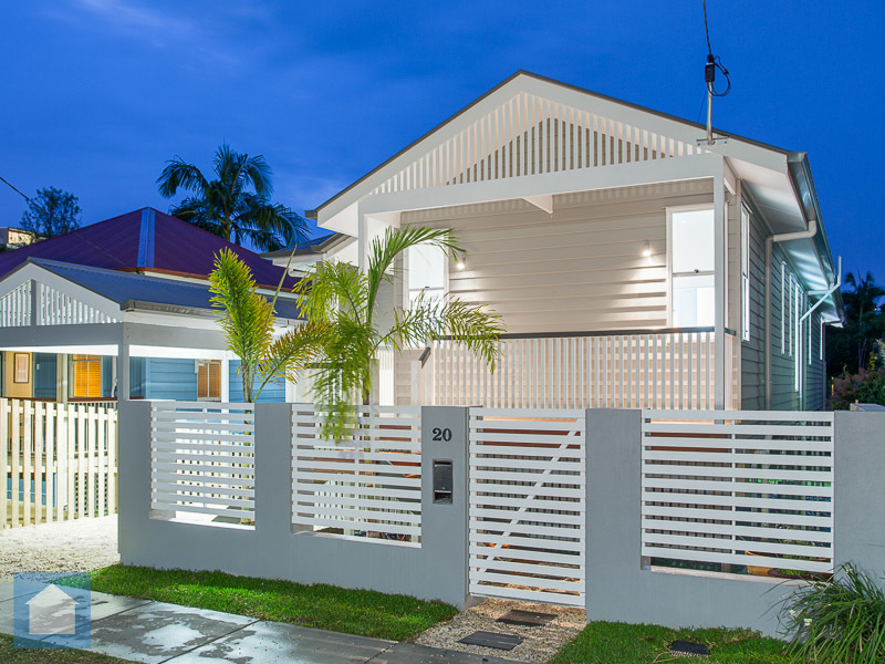 Keeping the great old Queenslander style while using great modern materials and design gives this house an impressivestreet appeal.
