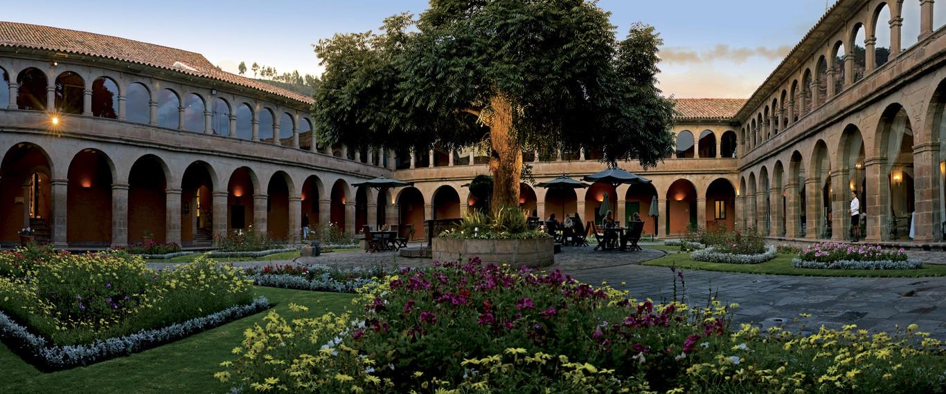 ocus_1366x570_guest_area_courtyard09.jpg