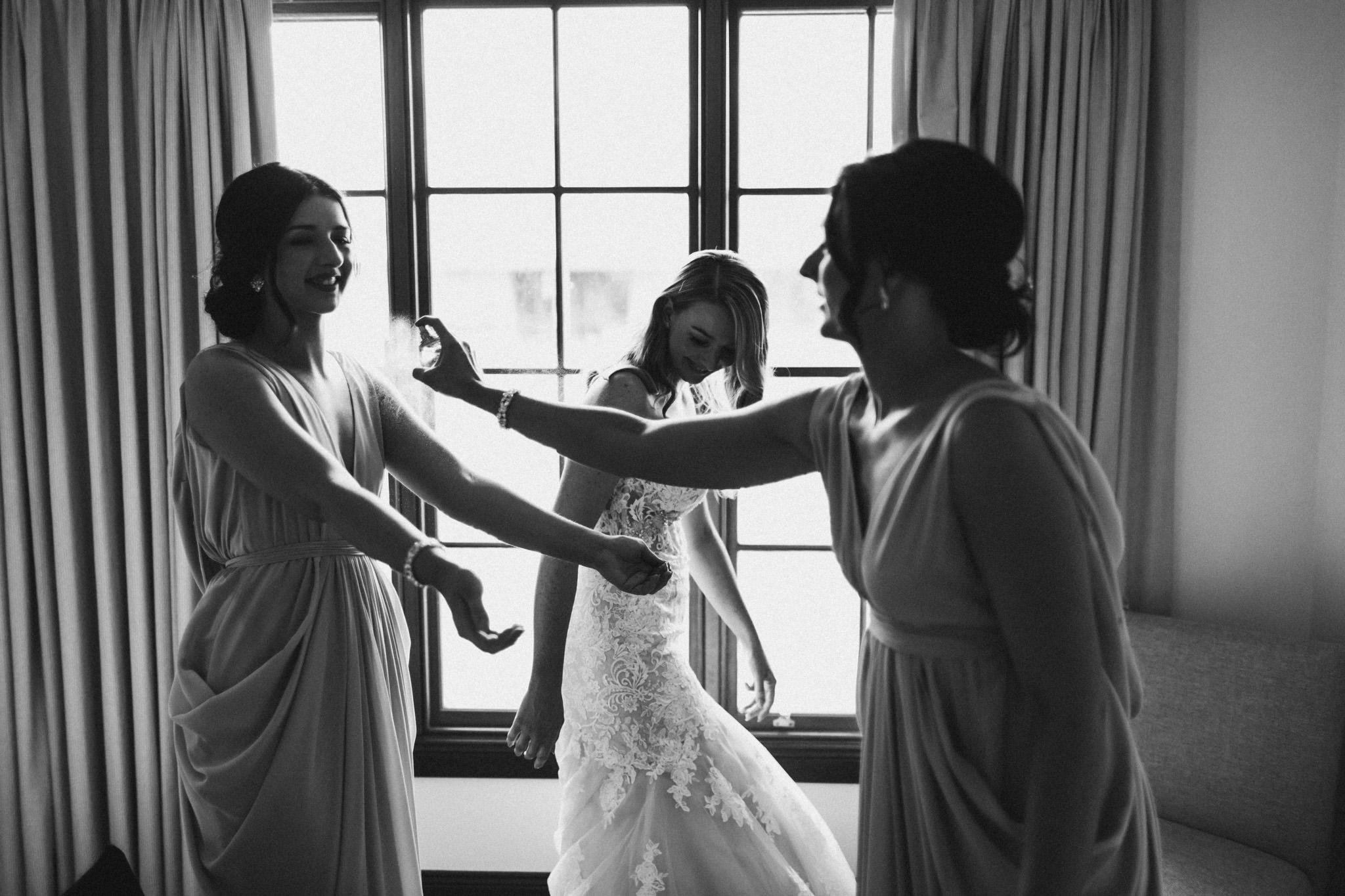 WeddingPhotos_Facebook_2048pixels-1023.jpg
