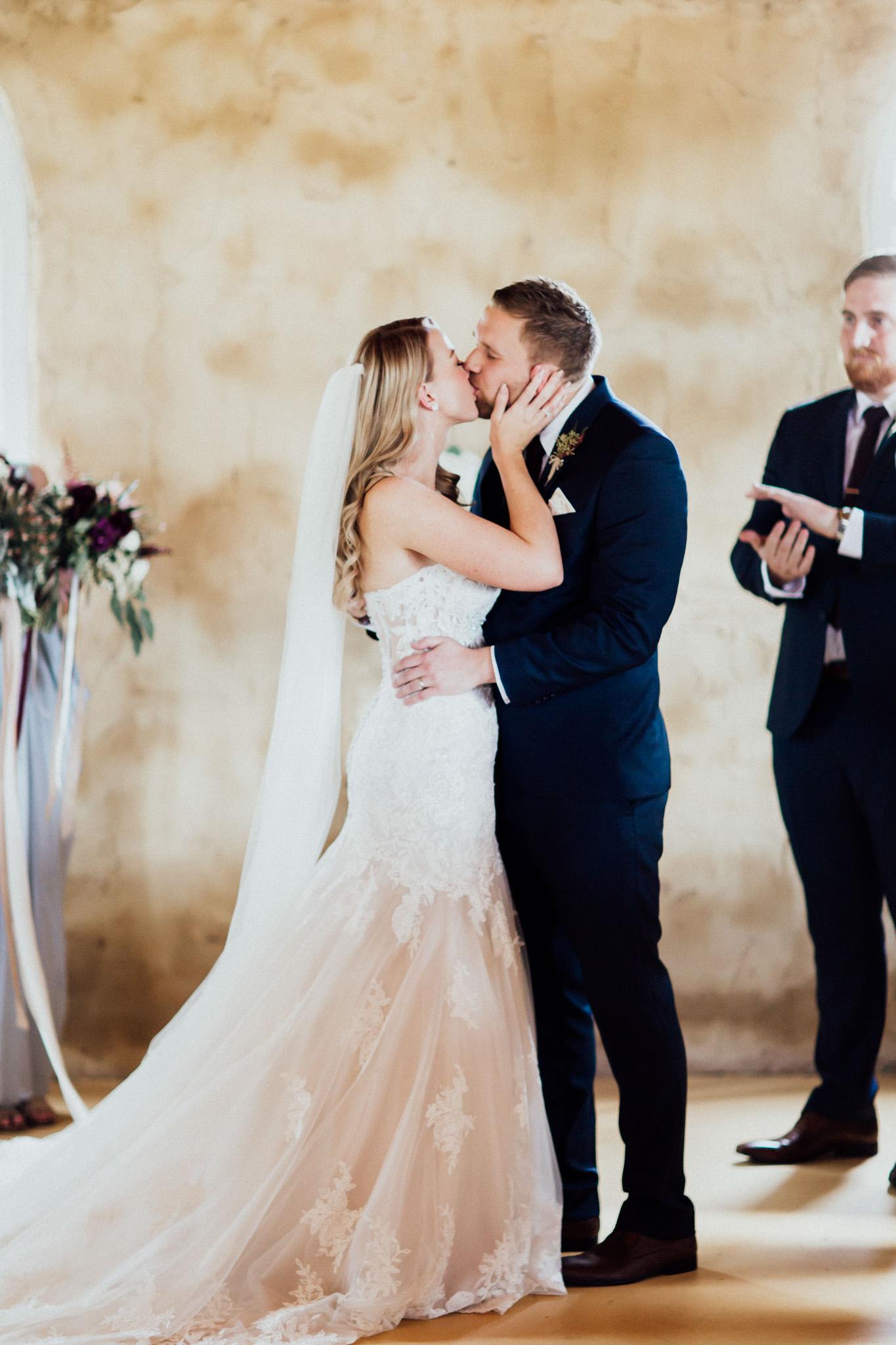 WeddingPhotos_Facebook_2048pixels-1053.jpg