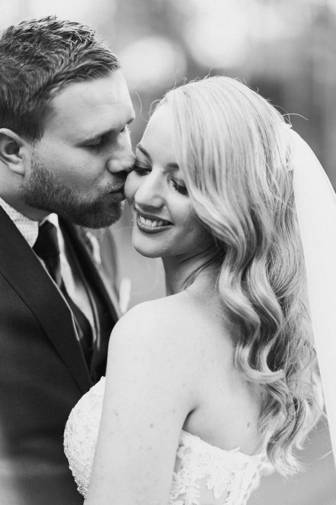 WeddingPhotos_Facebook_2048pixels-1094.jpg