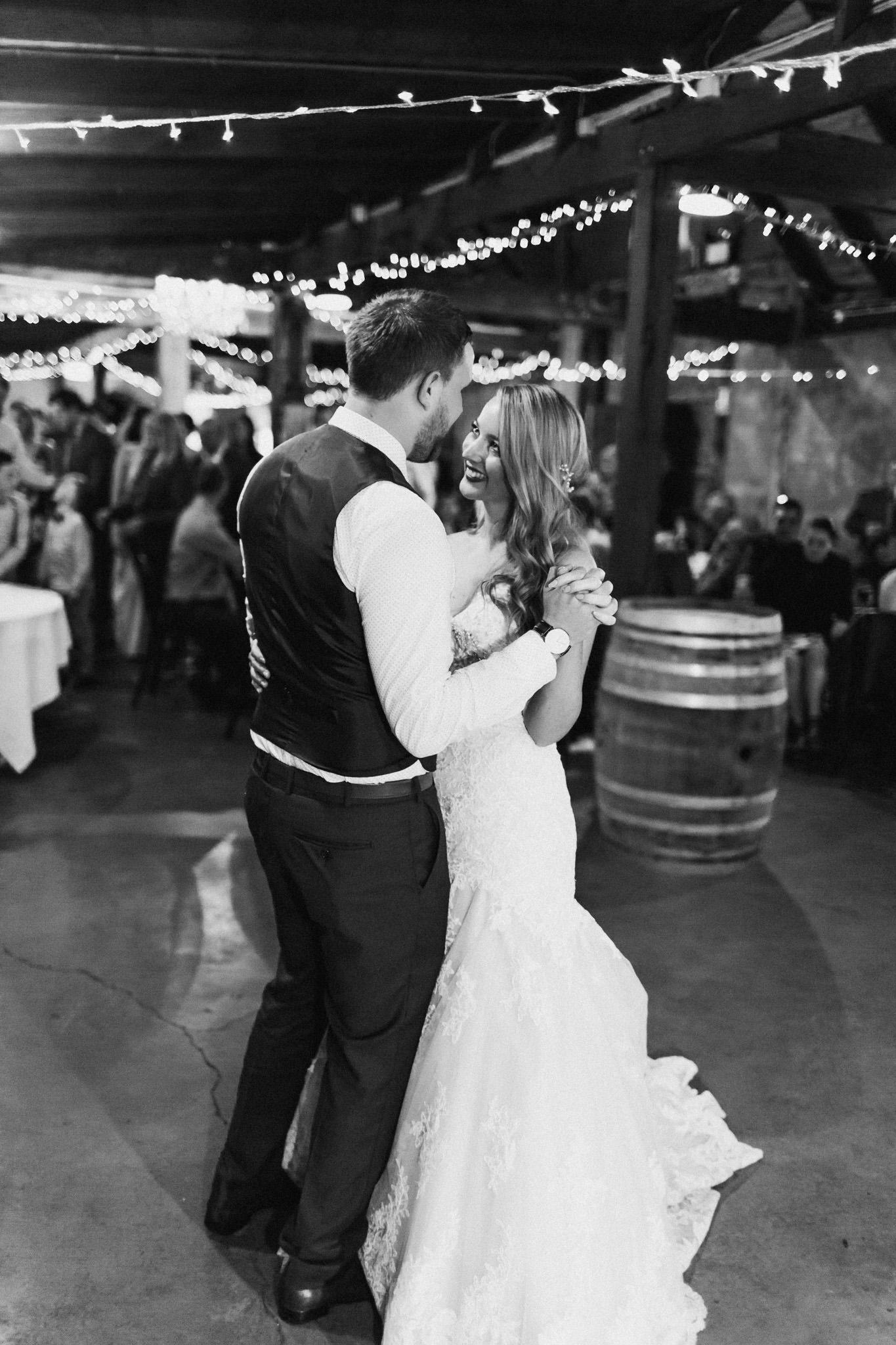 WeddingPhotos_Facebook_2048pixels-1149.jpg