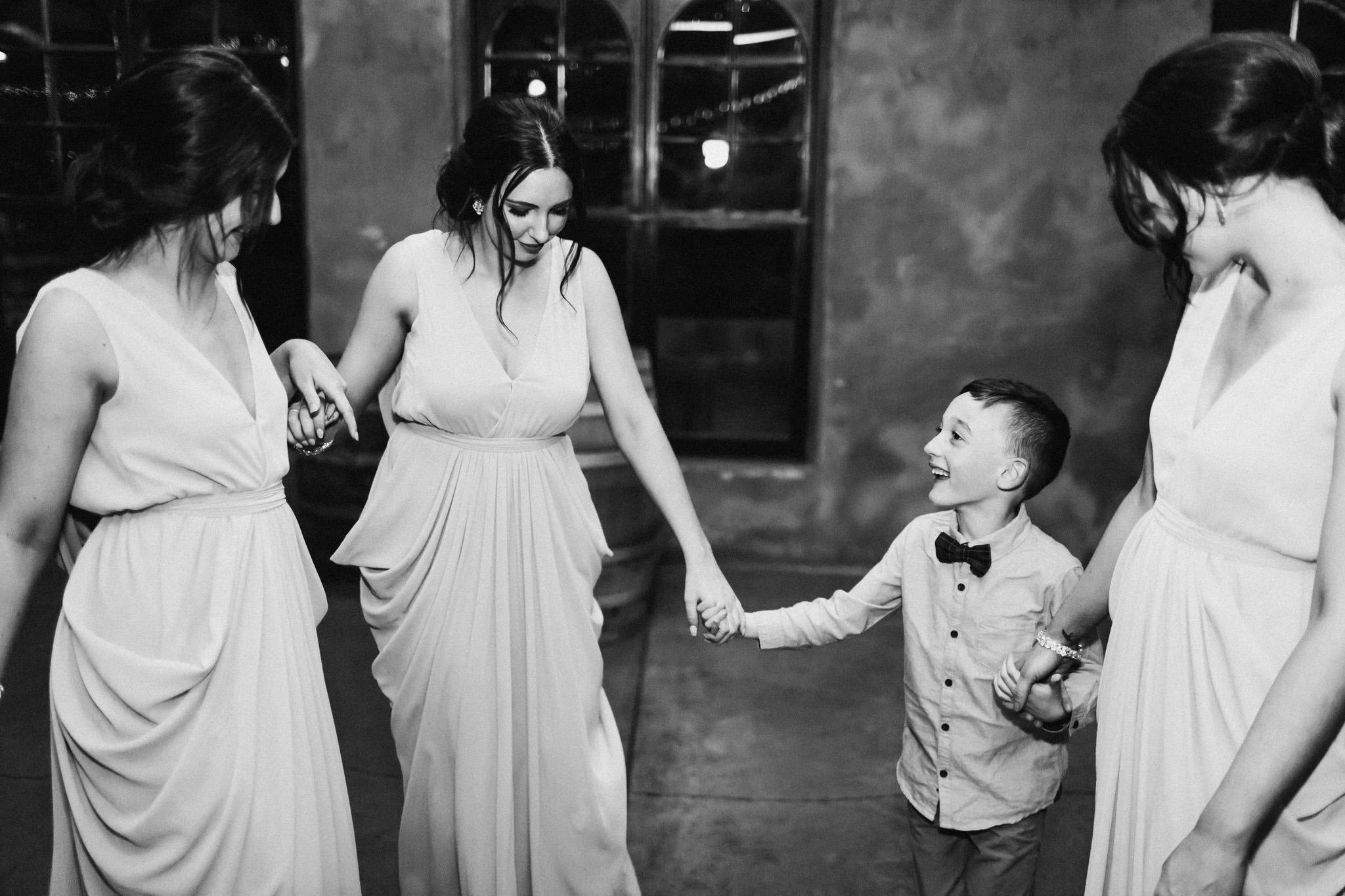 WeddingPhotos_Facebook_2048pixels-1165.jpg