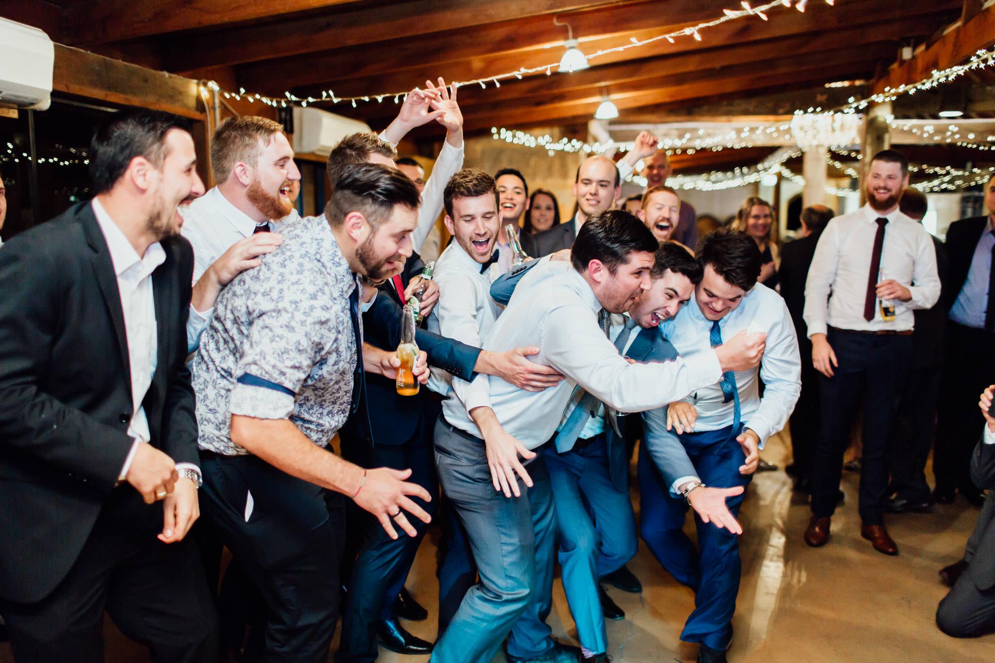 WeddingPhotos_Facebook_2048pixels-1167.jpg