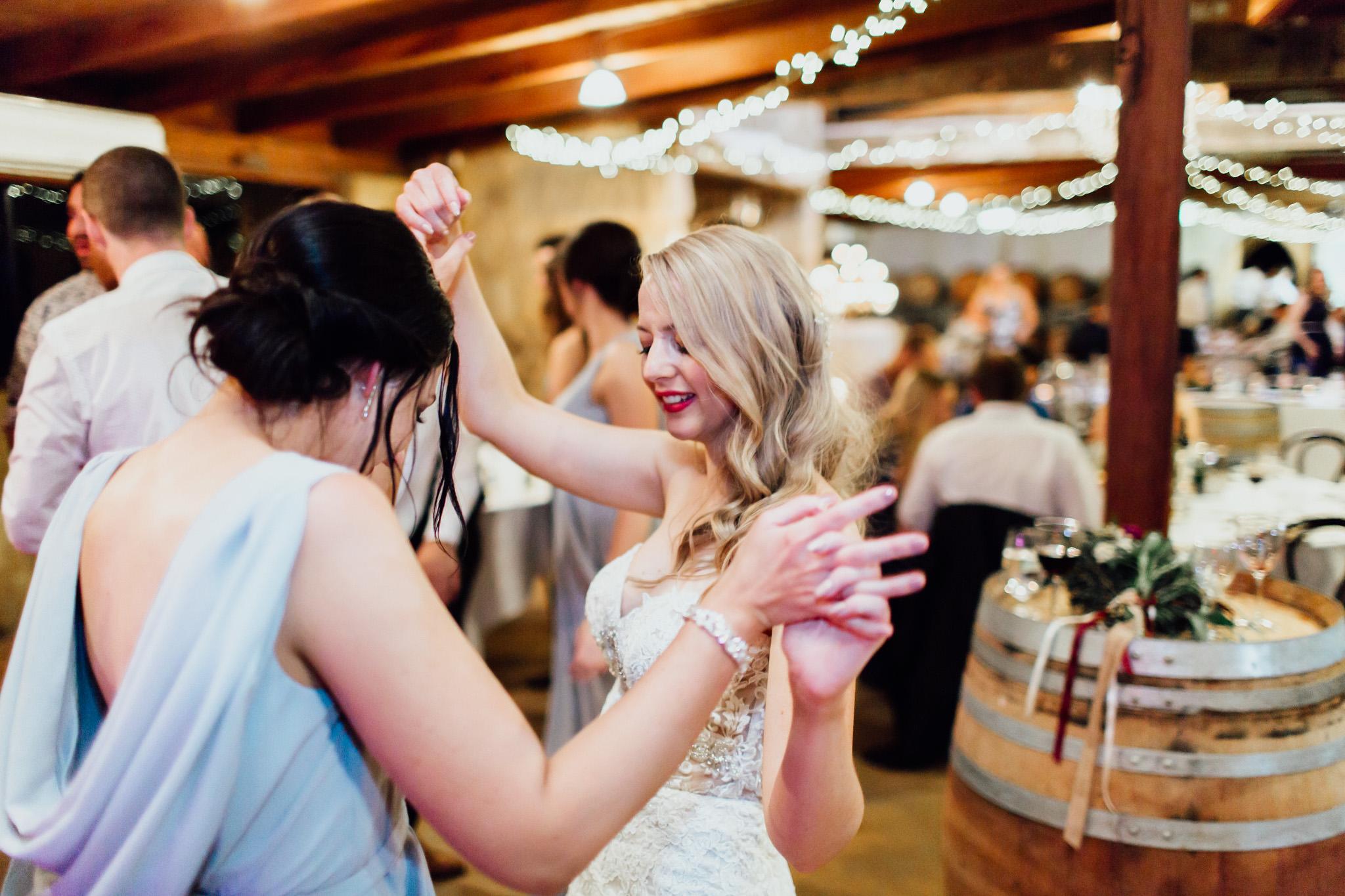 WeddingPhotos_Facebook_2048pixels-1174.jpg