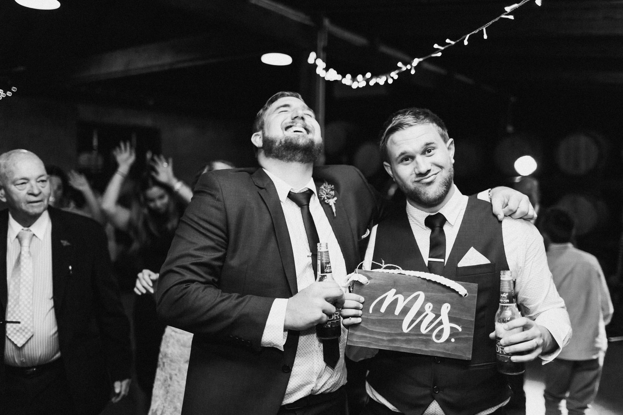 WeddingPhotos_Facebook_2048pixels-1176.jpg