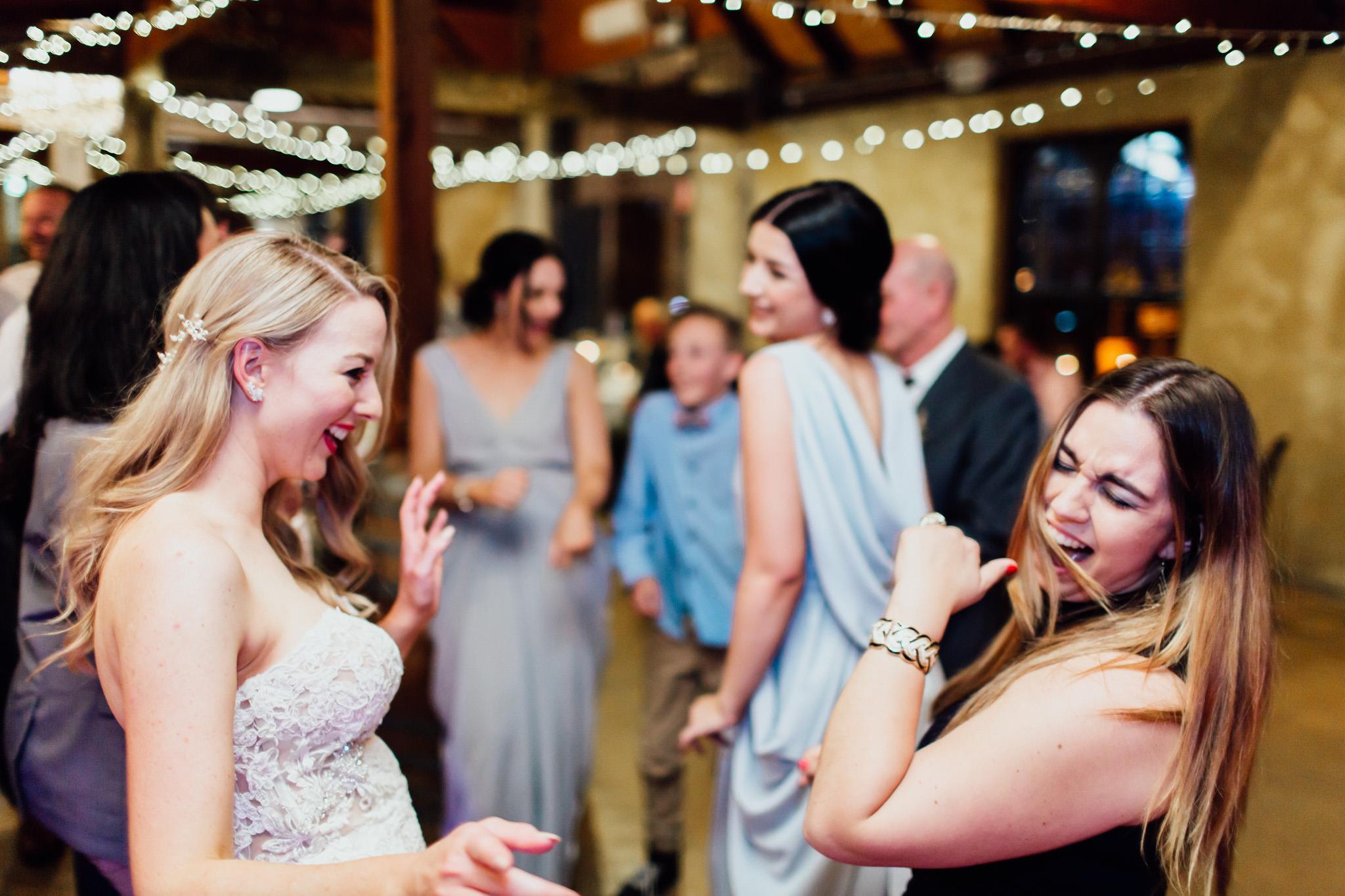 WeddingPhotos_Facebook_2048pixels-1178.jpg