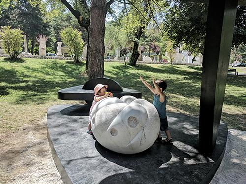 Yin Yang  / 1.0x 1.3x1.3 Marble (Korca park, Korca, Albani 2017