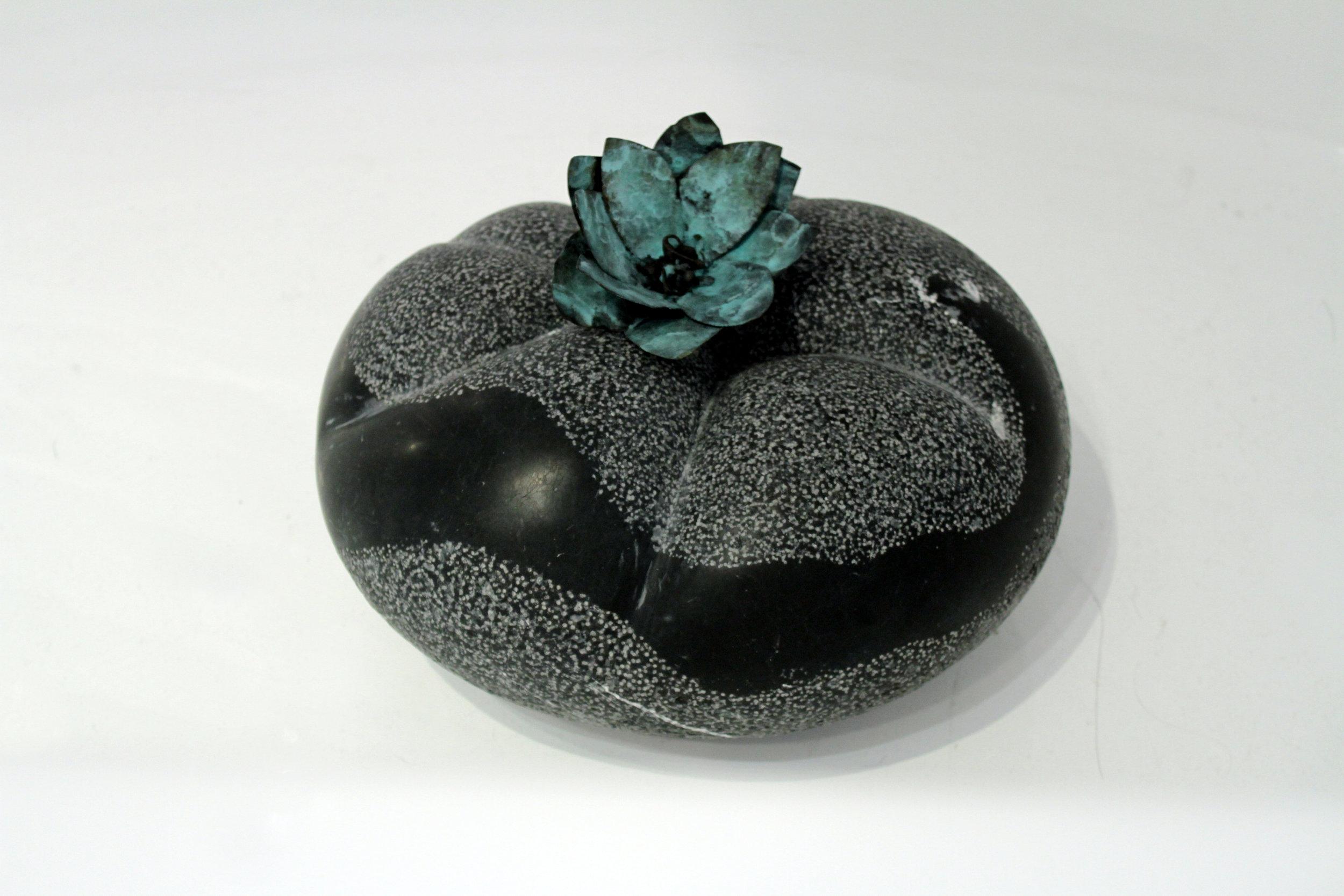 Harmony 1 /15 x 40 x 20 (cm), Marble, Bronze (Private collection, Australia) 2015