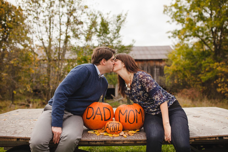 Jonathan-Kuhn-Photography-Baby-Reveal-Pregnancy-Announcement-Pumpkin-9705-9.jpg